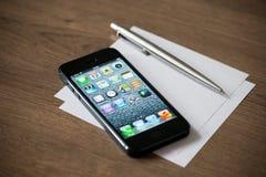Νέο iPhone 5 της Apple Στοκ εικόνες με δικαίωμα ελεύθερης χρήσης