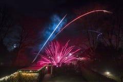 νέο s παραμονής έτος πυροτεχνημάτων στοκ εικόνα με δικαίωμα ελεύθερης χρήσης