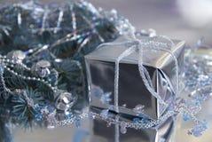 νέο s Χριστουγέννων έτος δώρ&o Στοκ εικόνες με δικαίωμα ελεύθερης χρήσης