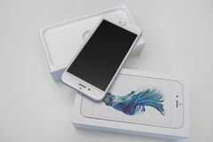 Νέο smartphone iPhone της Apple Unboxing 6S Στοκ Φωτογραφία