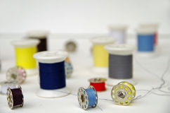 Νήματα μασουριών και χρώματος μετάλλων Στοκ Εικόνες