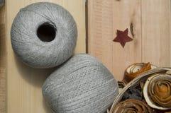 Νήμα για το πλέξιμο στις σφαίρες Στοκ Φωτογραφίες