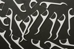 Νήμα στον πίνακα πλακών - οδοντική υγιεινή Στοκ φωτογραφία με δικαίωμα ελεύθερης χρήσης