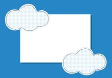 Νήμα συρραφών μπαλωμάτων σύννεφων πλαισίων σε ένα μπλε υπόβαθρο Στοκ φωτογραφία με δικαίωμα ελεύθερης χρήσης