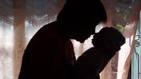 Νήπιο που φιλιέται από τη γιαγιά απόθεμα βίντεο
