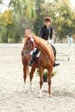 Νίκη έφηβη στον ιππικό ανταγωνισμό Στοκ Εικόνα