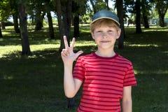 νίκη σημαδιών Δάχτυλα επάνω στοκ εικόνες με δικαίωμα ελεύθερης χρήσης
