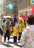 νίκη της Μόσχας ημέρας Αθάνατο σύνταγμα στην οδό της Μόσχας Χιλιάδες Μάρτιος για να θυμηθεί τον παγκόσμιο πόλεμο 2 rel Στοκ Εικόνες