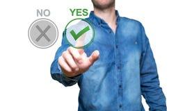 Ναι ή όχι εικόνα έννοιας Ναι και κανένα κουμπί στους εικονικούς βράχους σε λόφο Στοκ εικόνα με δικαίωμα ελεύθερης χρήσης