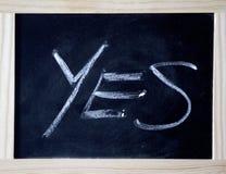 Ναι γραπτός σε έναν μαύρο πίνακα κιμωλίας Στοκ Φωτογραφίες