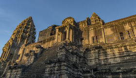Ναοί κοντά σε Angkor Wat το καυτό ηλιόλουστο βράδυ Στοκ Εικόνα