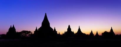 Ναοί σκιαγραφιών bagan στο ηλιοβασίλεμα, το Μιανμάρ Στοκ Φωτογραφία