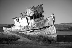 ναυάγιο εγκαταλειμμένη βάρκα ξύλινη Στοκ Εικόνες