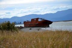 Ναυάγιο στις λιμνοθάλασσες wairau στοκ εικόνες
