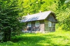 Ναυπηγείο χώρας με το ξύλινο σπίτι Στοκ φωτογραφίες με δικαίωμα ελεύθερης χρήσης
