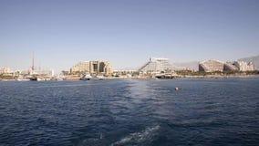 Ναυσιπλοΐα με μια βάρκα στη Ερυθρά Θάλασσα Eilat απόθεμα βίντεο