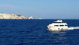 ναυσιπλοΐα bonifaco βαρκών στοκ φωτογραφία