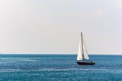 Ναυσιπλοΐα με ένα ανοικτό νερό Στοκ εικόνες με δικαίωμα ελεύθερης χρήσης