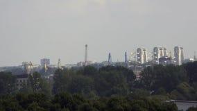 Ναυσιπλοΐα σε μια σύγχρονη πόλη απόθεμα βίντεο