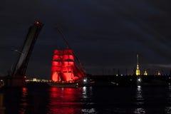 Ναυσιπλοΐα στον ποταμό Neva επ' ευκαιρία των αποφοίτων κολλεγίου Στοκ Εικόνες