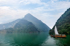 Ναυσιπλοΐα Zixi στοματικών αλυσίδων φαραγγιών Wu ποταμών Badong Yangtze Hubei Στοκ Εικόνες