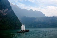 Ναυσιπλοΐα Zixi στοματικών αλυσίδων φαραγγιών Wu ποταμών Badong Yangtze Hubei Στοκ Φωτογραφίες