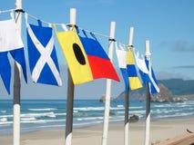 Ναυτικές σημαίες στην παραλία Στοκ Φωτογραφία