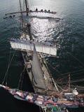 Ναυτικοί που εργάζονται υψηλά σε ένα τεράστιο tallship, τρελλή προοπτική Στοκ εικόνες με δικαίωμα ελεύθερης χρήσης