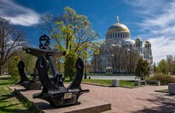 Ναυτικός καθεδρικός ναός Άγιου Βασίλη και του αναμνηστικού σημαδιού αγκύρων στο KR Στοκ Εικόνα