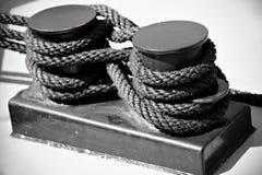 Ναυτικό σχοινί που δένεται ως σχήμα οκτώ Στοκ φωτογραφία με δικαίωμα ελεύθερης χρήσης