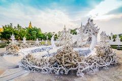 Ναός ή μεγάλη άσπρη κλήση Wat Rong Khun της Ταϊλάνδης εκκλησιών, σε Chia Στοκ εικόνα με δικαίωμα ελεύθερης χρήσης