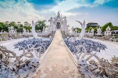 Ναός ή μεγάλη άσπρη κλήση Wat Rong Khun της Ταϊλάνδης εκκλησιών, σε Chia Στοκ φωτογραφία με δικαίωμα ελεύθερης χρήσης
