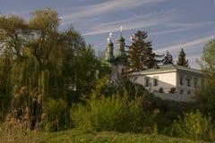 Ναός εκκλησιών στη μέση Στοκ φωτογραφία με δικαίωμα ελεύθερης χρήσης