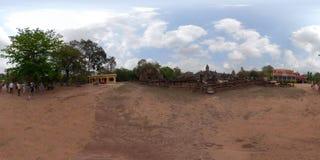 Ναός και μοναστήρι 360VR Bakong με τους τουρίστες στοκ εικόνες
