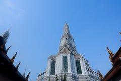 Ναός και μπλε ουρανός Wat arun στοκ φωτογραφία με δικαίωμα ελεύθερης χρήσης