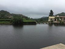 Ναός και ποταμός στοκ εικόνες