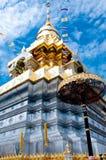 Ναός και Bluesky της Ταϊλάνδης Στοκ φωτογραφία με δικαίωμα ελεύθερης χρήσης