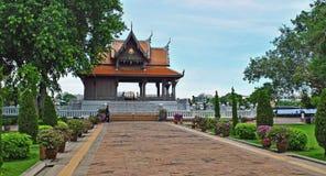 Ναός κατά μήκος ενός ποταμού στη Μπανγκόκ Ταϊλάνδη Στοκ Φωτογραφίες