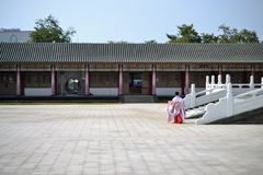 Ναός Κομφουκίου, χαρακτηριστική αρχιτεκτονική παραδοσιακού κινέζικου και κινεζικά ενδύματα, που βρίσκονται σε Kaohsiung Ταϊβάν στοκ εικόνα