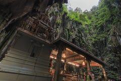 Ναός μέσα στις σπηλιές Batu στη Κουάλα Λουμπούρ, Μαλαισία Οι σπηλιές Batu βρίσκονται ακριβώς βόρεια της Κουάλα Λουμπούρ, και έχου Στοκ εικόνες με δικαίωμα ελεύθερης χρήσης