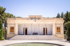 Ναός πυρκαγιάς σε Yazd, Ιράν, που βλέπει από το εξωτερικό πάρκο του Ένας ναός πυρκαγιάς σε Zoroastrianism είναι ο χώρος λατρείας  στοκ φωτογραφίες