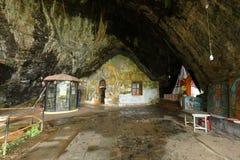 Ναός σπηλιών Guhawa ντιβών σε Ratnapura στη Σρι Λάνκα στοκ εικόνες