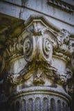 Ναός, στήλες ελληνικός-ύφους, κορινθιακά κεφάλαια σε ένα πάρκο στοκ φωτογραφία με δικαίωμα ελεύθερης χρήσης
