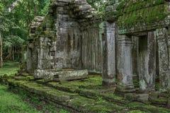 Ναός στην καμποτζιανή ζούγκλα Στοκ Φωτογραφίες