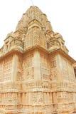 Ναός στο ογκώδεις οχυρό και τους λόγους Rajasthan Ινδία Chittorgarh Στοκ φωτογραφία με δικαίωμα ελεύθερης χρήσης