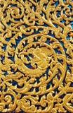 ναός Ταϊλανδός πορτών γλυπ&ta Στοκ Εικόνες