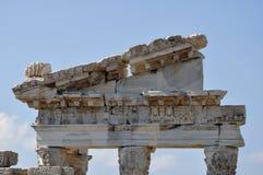 Ναός της πόλης αρχαίου Έλληνα Trajan, της Περγάμου ή Pergamum σε Aeolis, τώρα κοντά σε Bergama, Τουρκία Στοκ φωτογραφία με δικαίωμα ελεύθερης χρήσης