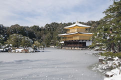 Ναός της Zen κατά τη διάρκεια του χειμώνα και του χρόνου χιονιού στην έννοια της Ιαπωνίας Στοκ Εικόνες
