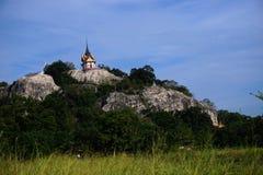 Ναός του Βούδα Praputthachai που βρίσκεται στην περιοχή Saraburi στη βουνοπλαγιά στο βουνό Samlaan Περισσότερο από 400 έτη Στοκ φωτογραφία με δικαίωμα ελεύθερης χρήσης