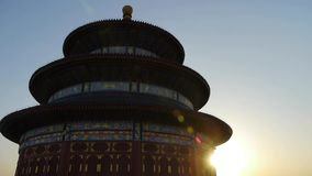 Ναός του ουρανού στο Πεκίνο Βασιλική αρχαία αρχιτεκτονική της Κίνας να λάμψει ηλιοβασιλέματος φιλμ μικρού μήκους